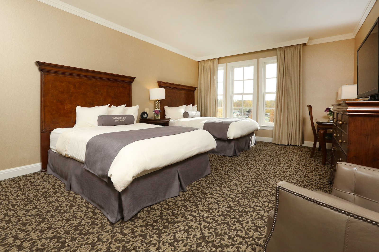 Royal Park Executive Double Hotel Room Bed in Rochester Michigan