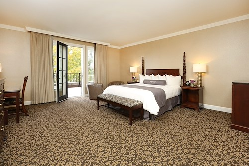Royal Park's Hotel Room with King-Size Bed in Rochester Michigan