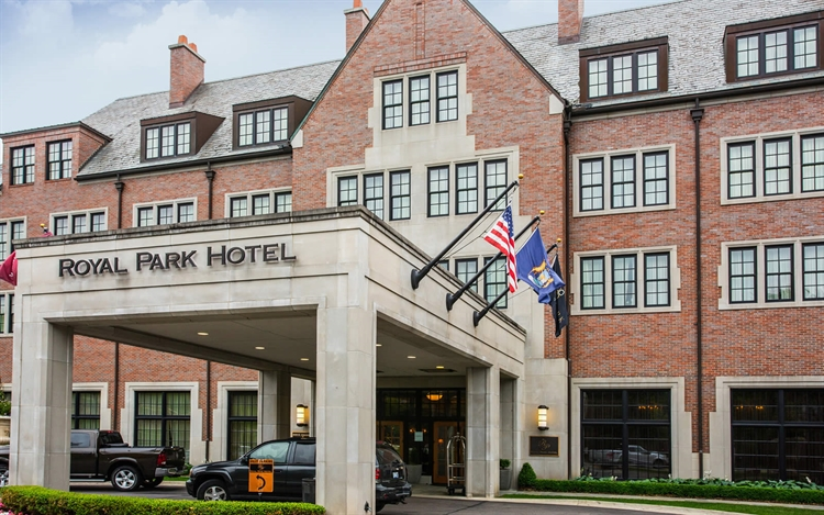 Entrance of the Royal Park Hotel in Rochester Michigan