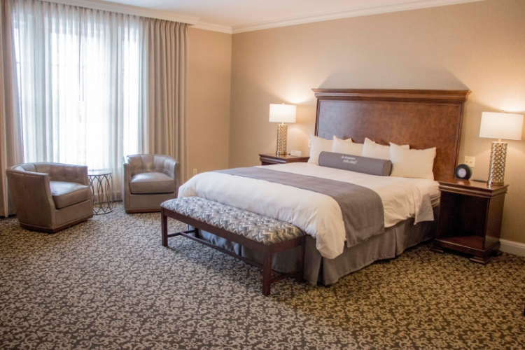 Royal Park's Hotel Room Bed in Rochester Michigan