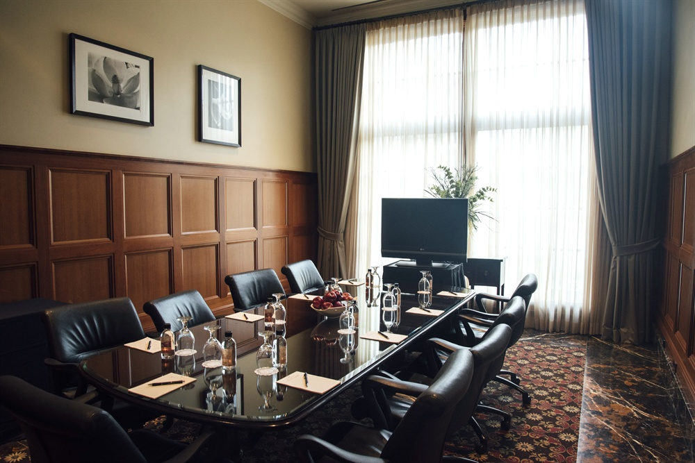 The Windsor Meeting Room at Royal Park Hotel in Rochester MI