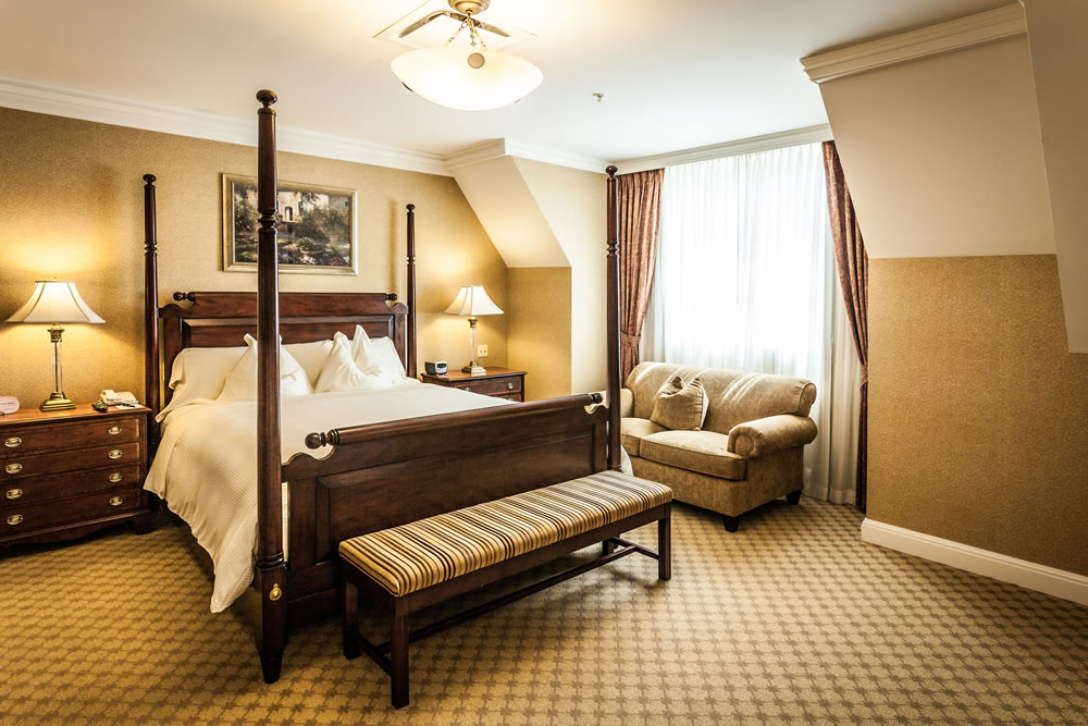 Royal Park Hotel's Buckingham Bedroom in Rochester Michigan